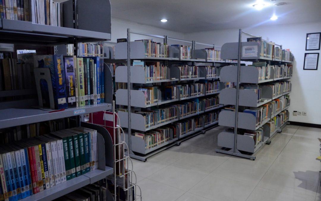 Perpustakaan STT Bethel The Way dibuka setiap hari Jumat pukul 09.00-16.30 WIB. Info lebih lanjut klik link ini.